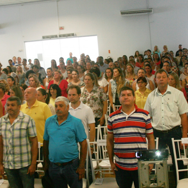 Prof Gretz Ministra Palestra Para Servidores De Guabiruba