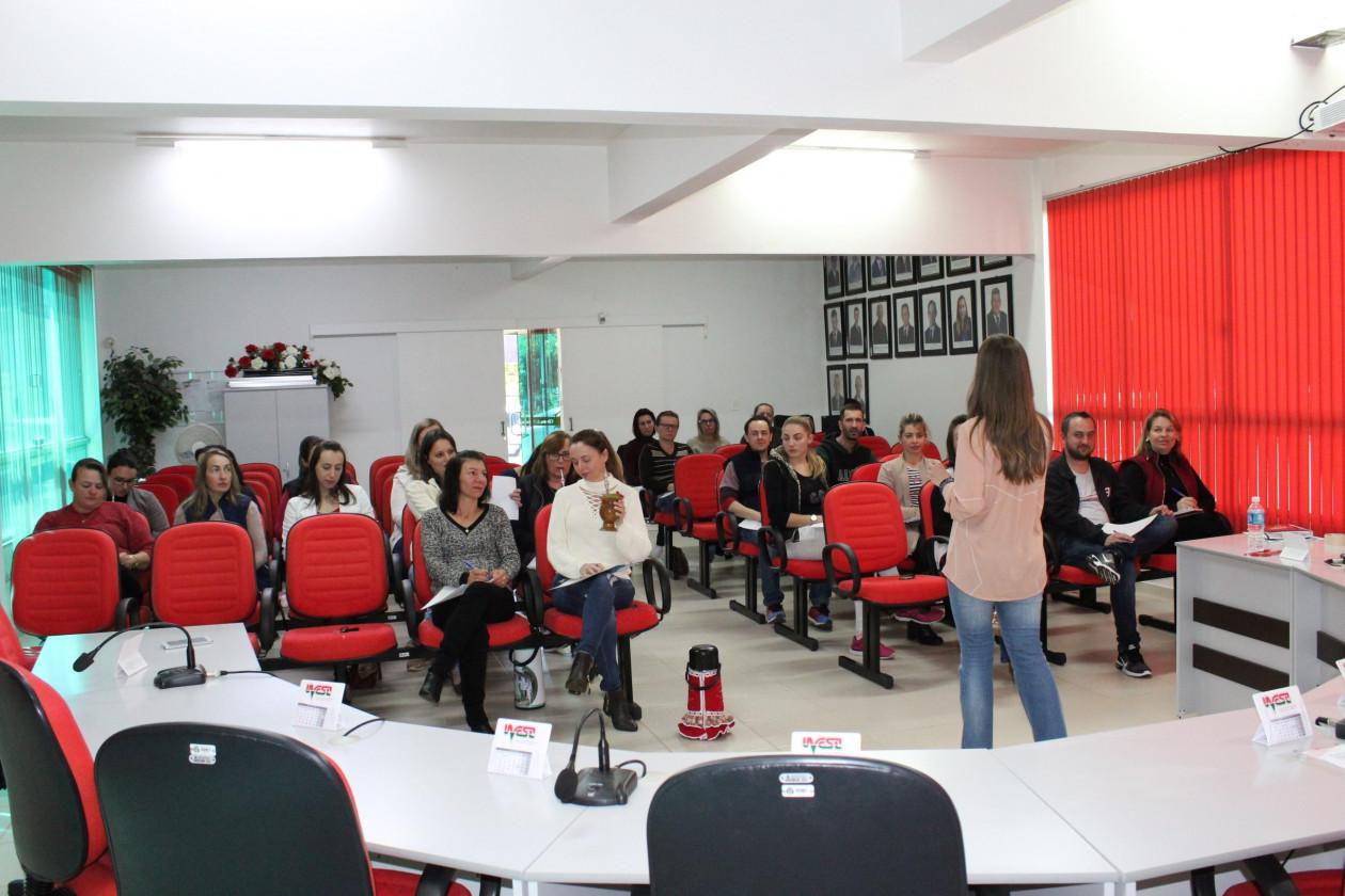 Professores Da Rede De Ensino Participam De Palestra