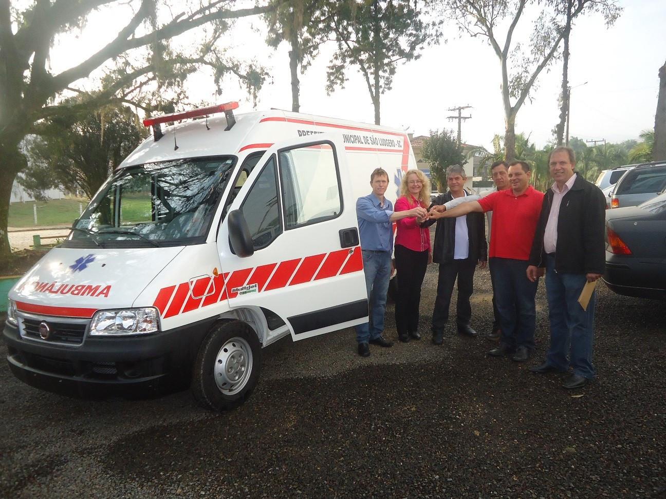8e9f8ab51 Ambulância zero km foi adquirida pela Administração Municipal de São Ludgero